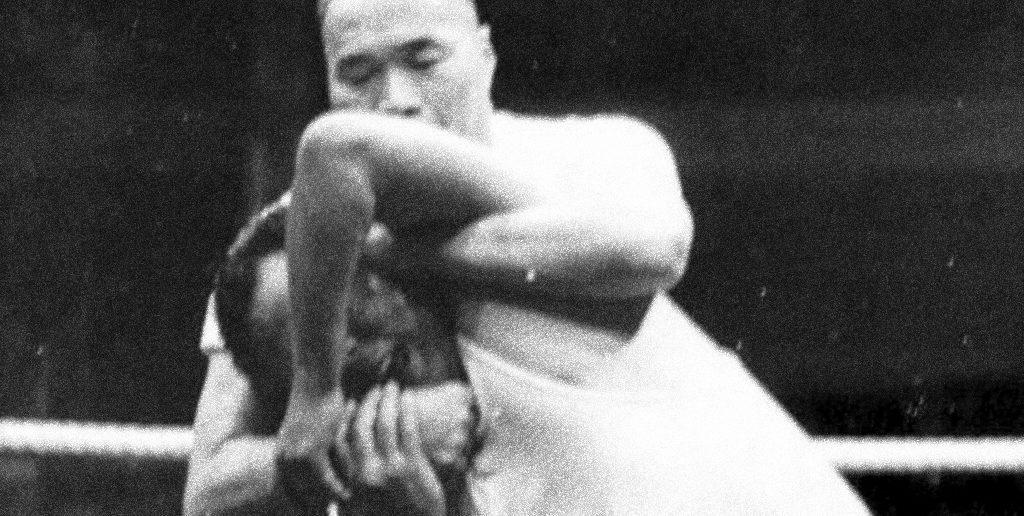 Master Huang threw the wrestler 26 times over the course of the public bout.